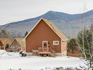 3BR Near Skiing w/ Sauna, Cable, Wifi, Large Deck, Mtn View & Pets Welcome!