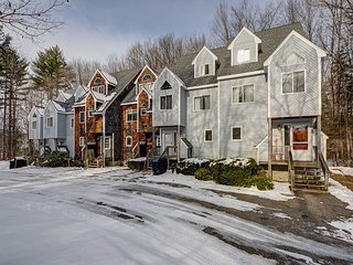 3+BR North Conway Condo near skiing w/fireplace!