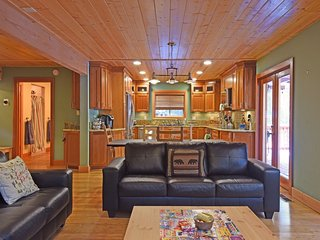 Inviting, Comfortable Family Retreat, Tahoma