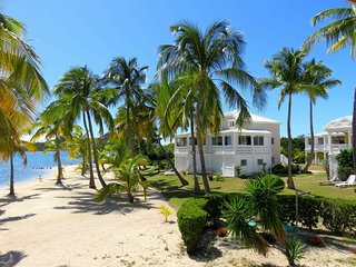 LA VIDA... Charming, Affordable, Romantic, Lagoon Waterfront Apartment, Baie Nettle