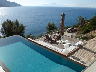 Villa Doukato- exclusive on Vassiliki bay with private dock, infinity pool., Vasiliki