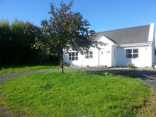 Lovely cottage in perfect coastal location, Louisburgh