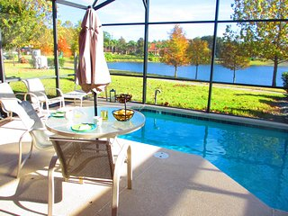 Spacious townhouse ,15 mins from Disney and Epcot, for 8, w/ heated private pool, Kissimmee