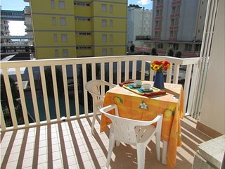 Stunning Renovated Apartment Close to the Beach - Airco - Private Parking