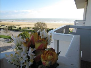 Beachfront Condo Lido dei Pini - Airco - Private Parking, Bibione