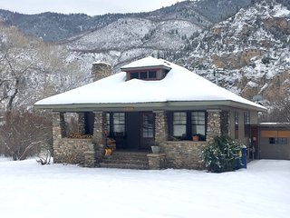 CHARMING, HISTORICAL HOME NEAR RIVER WITH GORGEOUS MOUNTAIN AND CANYON VIEWS, Glenwood Springs