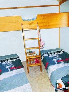 2eme chambre 3 lits dont 1 superpose