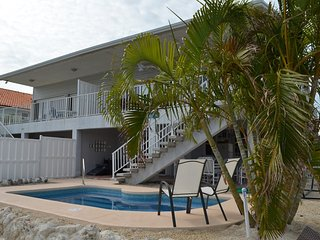 P25 Charming canal front 2 bedroom 2 bath with loft, Key Colony Beach
