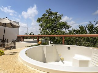 *SPECIAL OFFER!* MODERN PENTHOUSE - ROOFTOP TERRACE & Jetted Tub