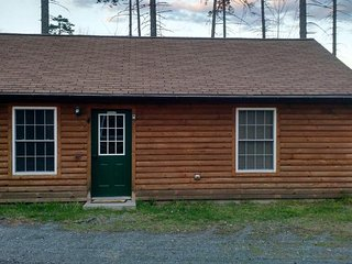 3 bedroom cabins with all amentities included, 10min walk to launch / beach