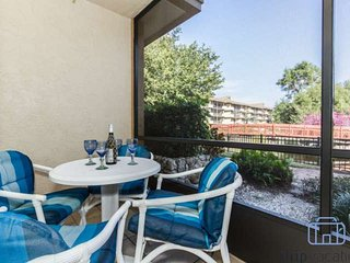 Park Shore Resort, 1 BR+Den/2 BA, 1st Flr., Bldg. A w/Tranquil Water Views!, Nápoles