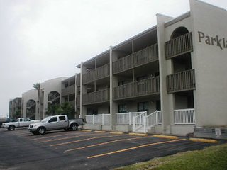 Parklane #307 2-3 minute walk to beach access, Isla del Padre Sur