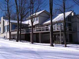 Hidden Valley ski in/ski out luxury home. Mini Ski lodge.  The best location.
