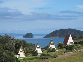 Family chalet - Sea views, walk to secluded  beach, kayak, fishing, Coromandel