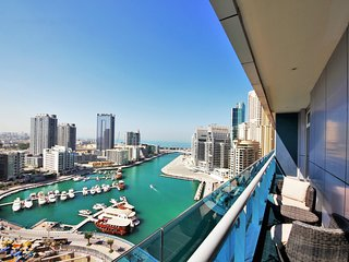 Eye-catching waterfront condo in Marina, Dubai
