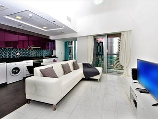 High-rise condo in Cayan Tower with amazing views