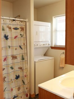 Second full bath with shower, bath tub and washer/dryer