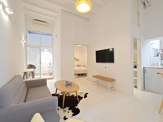 Loft Picasso apartment in El Borne with WiFi, air conditioning & private terrace