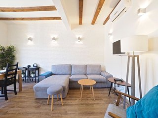 Casa Caballé apartment in Poble Sec with WiFi, airconditioning & balkon., Barcelona