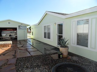 Nice Quiet Lake House Sleeps 8, Lake Havasu City