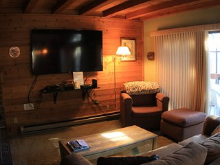 Upgraded, One Bedroom, Plus Loft, Sleeps 6, Mammoth Lakes