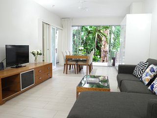 #1 Palm Cove: Luxury Tropical Garden with Pool Access - 2 Bed Bargain