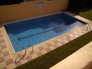 Casa adosada para 6p en residencia con piscina y jardin comunitario