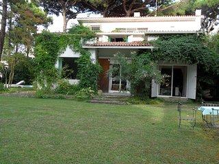 Villa di lusso con piscina e grande giardino