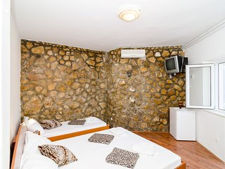 Guest House Daniela- Triple Room with Terrace and Sea View, Mlini