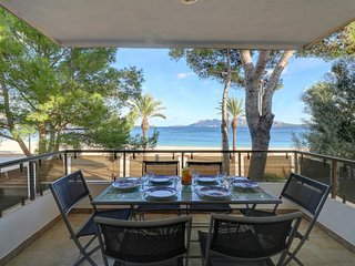 Beach front apartment to rent in Puerto Pollensa, fresh, clean and comfortable a, Port de Pollenca