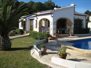 Lovely Costa Nova Villa close to Granadella beach, private pool, WIFI & Air Con, Javea