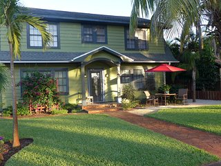 Queen Palm Suite-Green Palm Villa Vacation Rental