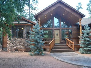 Elegant Cabin in Gated Community!