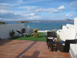 Apartment with superb sea view next to the beach, Almyrida