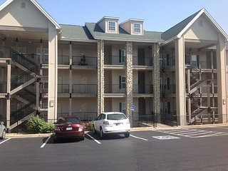 Spacious 3 bedroom, 3 bathroom Condo with a great view of Thousand Hills Resort, Branson