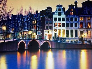 Luxury Penthouse with canal view + lift + bath, Amsterdã