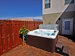 DW6 | Private Hot Tub,  Spacious 3 BD 3 BA, and near Arches National Park!, Moab