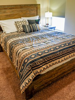 Second guest bedroom with queen size bed