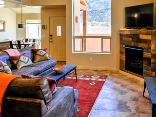 The Wandering Cow: Rustic, Modern Southwest - 3 bd, loft, 2 1/2 bath, pool, spa, Moab