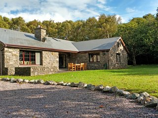 Cosy Hideaway on Scenic Lake in Kerry