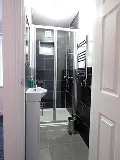 En-suite shower in the Room 1 and Room 2