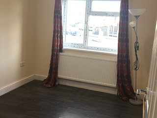 watford short term let double bedroom with ensuite for females only