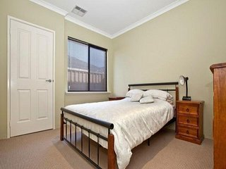 Holiday Home to Stay Near Seaside, Shopping Center and Perth CBD