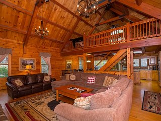 Mountain's Largest Log Retreat, 7 Bedrooms, Pool Table, Hot Tub, Grill, Bar