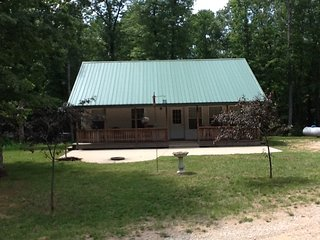 BEAUTIFUL,SECLUDED CABIN. FISHING-SWIMMING-HIKING!, Wellston