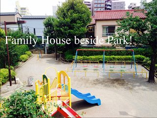 FAMILY PARK HOUSE. TRAIN 4mins! LIVE LIKE LOCALS.