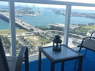 Downtown 2/2 condo next to arena, Miami