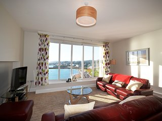 17 Astor House 2 bed stunning sea views from balcony