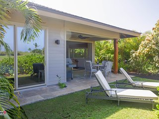 ★Tropical Breezes★ Luxurious Single Level  Home★ Dual Master & Golf Views★ Bikes
