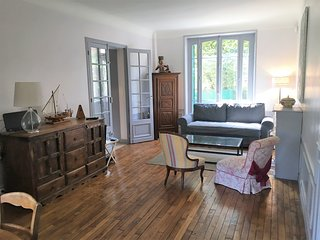 Huge 5 bedroom House Colombes-10 mins from Paris